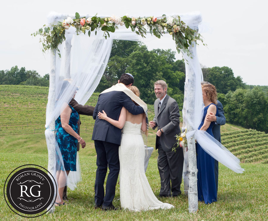 outdoor wedding ceremony by Maryland Wedding Photojournalists